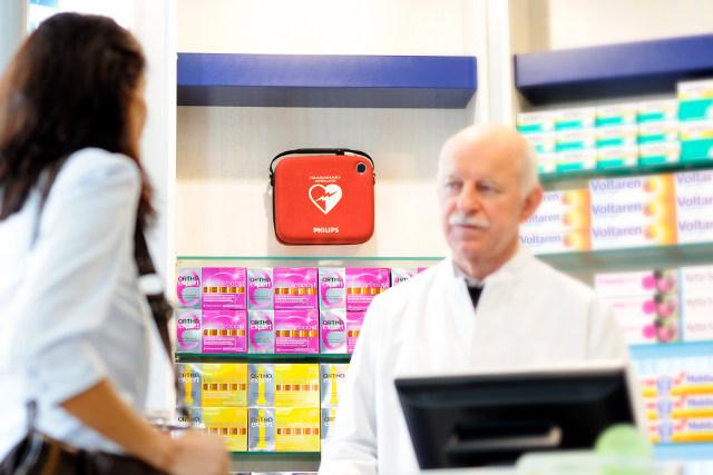 Defibrillator in Schweizer Apotheke beim Bahnhof rettet vor Herztod