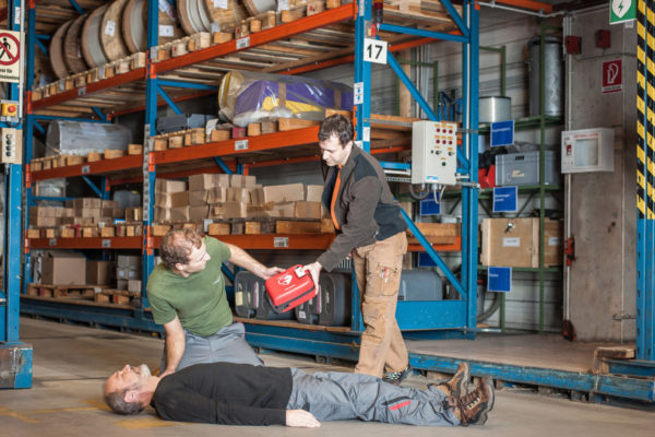 In der Industrie oder der Feuerwehr sind ruggedized AED sinnvoll, die speziell robust sind, Schutzklasse IP5X, IP5KX