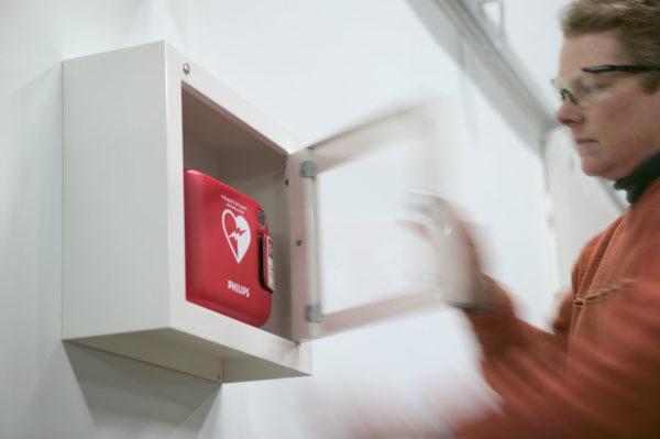 Defibrillator-AED-Industrie-Fabrik-Wandbox-Philips-Heartstart