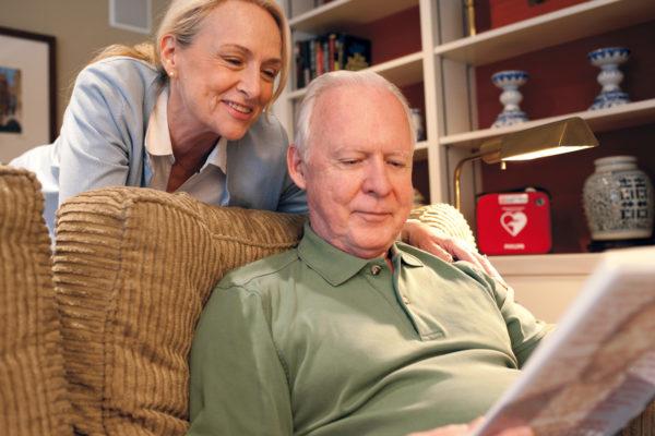 Defibrillator in der Wohnung fuer Herzrisikopatienten kann sinnvoll sein unter gewissen Bedingungen, das glauben auch Studien.